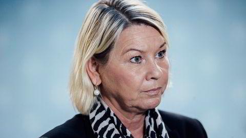 Evner ikke politiledelsen å skape klarere skiller mellom etaten og private foreninger, må justisminister Monica Mæland gjøre det.