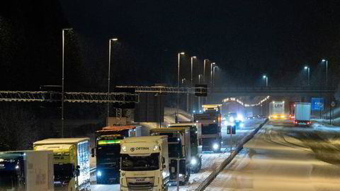 Siden 2005 har utslippene for tungtransporten stått stille. Her vogntog ved grensen ved Svinesund.