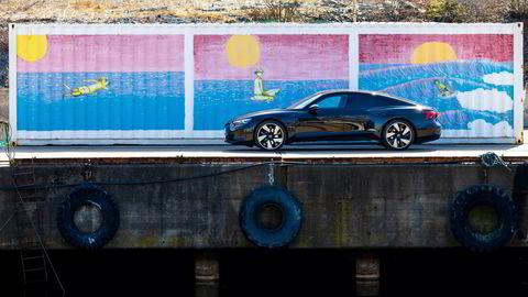 Slanke linjer som oser eleganse på Audi E-tron GT.