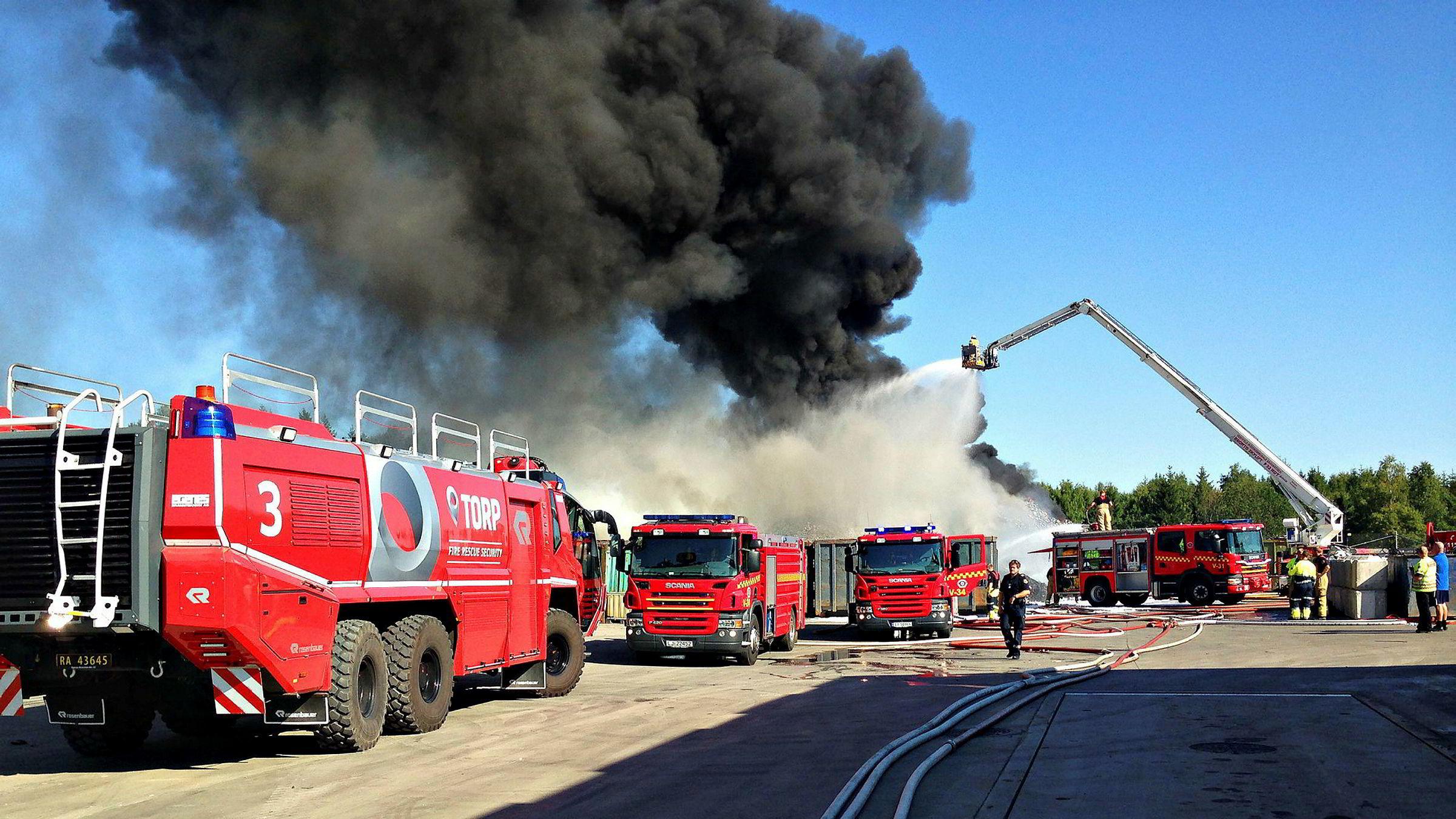 Brannen hos resirkuleringsbedriften Revac i Vestfold i 2014 medførte omfattende utslipp av farlige stoffer. Nå må tre eiere/ledere i fengsel etter at lagmannsretten har avvist deres anke.