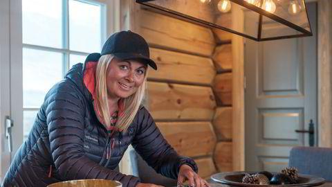 – Etter at hytteforbudet ble opphevet i mars, har det kun gått én vei, sier hyttemegler Jannike Seljevoll Herleiksplass.