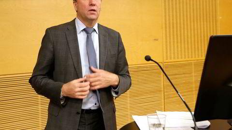 Finansråd Hans Henrik Scheel beklager feil Finansdepartementet har gjort i Birger Vikøren-saken.