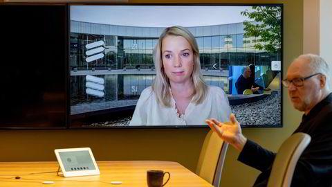 – Vi har inngått 144 kommersielle 5G-avtaler. Ericsson har 5G-kontrakter i 45 land fordelt på fem kontinenter, sier Jenny Lindqvist – sjef for Nord- og Sentral Europa i Ericsson fra skjermen. Ved hennes side Telias norgessjef, Stein-Erik Vellan.