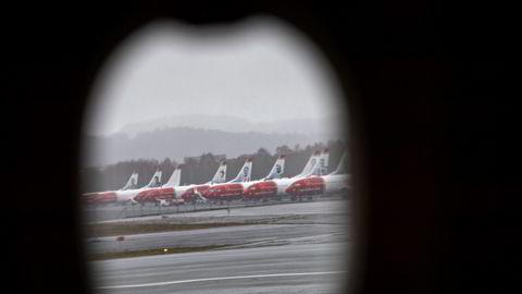 Det meste av Norwegians fly er fortsatt parkert, men denne uken starter pengejakten for alvor, og målet er en omstart i løpet av sommeren. Her fra Trondheim lufthavn i fjor vår.