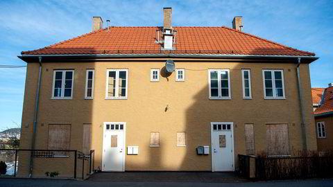 Plateslåtte vinduer og forfall har preget husene i Ekebergskrenten som har stått tomme i flere år. Nå er de fem bygningene solgt unna for 84 millioner kroner til den største eieren i Metallco.
