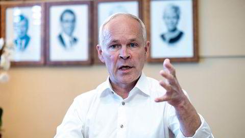 Finansminister Jan Tore Sanner vil ha slutt på at norske aksjonærer bruker selskapsmidler privat uten å skatte av det.