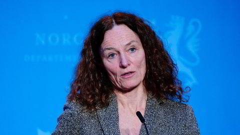 Direktør i Folkehelseinstituttet, Camilla Stoltenberg meddelte i dag at man opprettholder tar ny beslutning om vaksinering med AstraZeneca om knappe tre uker.