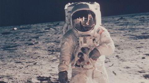 I hvilket år foregikk Apollo 11-ferden til månen?