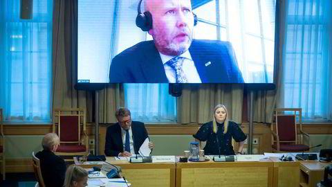 Tord Lien var i fjor på storskjerm under Equinor-høringen i Stortinget. For fem år siden var han olje- og energiminister for Frp og er nå sterkt kritisk til partiets Acer-vedtak.