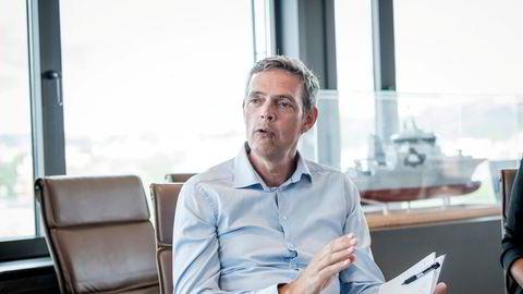 Råvareanalytiker Bjarne Schieldrop i SEB Markets mener oljeprisen kan falle til under 60 dollar fatet igjen, før den skal videre opp.