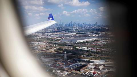 SAS' flyvninger kommer sakte tilbake etter korona, men neste år skal all vekst skje i nye selskaper utenfor morselskapet. Bildet er fra innflyvning til Newark-flyplassen ved New York tidligere i september.