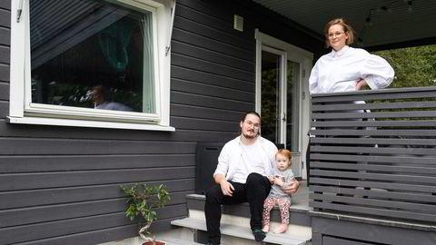 Sykepleier Isabell Hedda Sandstrand og ektemannen Ruben Jonas Sandstrand, som er lærer, valgte å kjøpe bolig i Drammen da de ikke kom seg inn på boligmarkedet i Oslo.