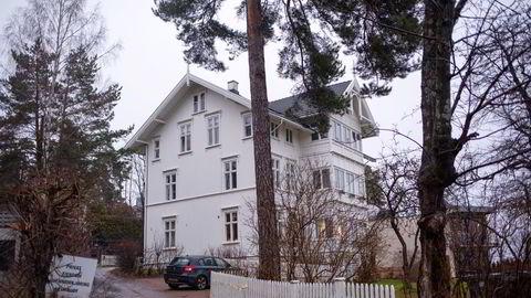 «Dette virker som noe som ikke er veldig salgbart, dessverre,» skrev Sem & Johnsen Eiendomsmegling til selgeren som skulle selge en av leiligheten i denne eldre sveitservillaen på Oslos vestkant.