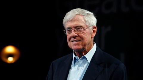 Charles Koch (85) er toppsjef i det enorme industrikonglomeratet Koch Industries, som eier Spring Creek Capital. Spring Creek Capital har nylig kjøpt seg inn i tørrlastrederiet 2020 Bulkers, som ble startet av den norske forretningsmannen Tor Olav Trøim i 2017.