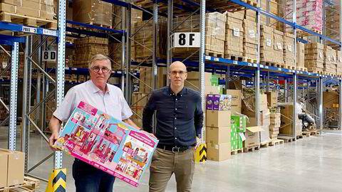 Far Torbjørn og sønnen Andreas Skalleberg selger Lekekassen til Europris. De erkjenner at det har gått mye grubling inn i prosessen med å selge familieselskapet.