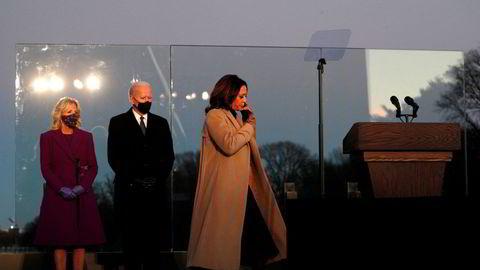Biden-administrasjonen har en krevende oppgave foran seg, mener førsteamanuensis Hilde E. Restad ved Bjørknes Høyskole. På bildet Jill Biden (f.v.), påtroppende president Joe Biden og påtroppende visepresident Kamala Harris.
