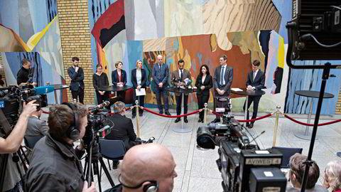 Vi kan ikke ty til den lettvinte løsningene og hente stadig mer penger ut fra Oljefondet – det tilhører fremtidige generasjoner, skriver Sondre Hansmark. Her: pressekonferanse om koronatiltak på Stortinget 16. mars.
