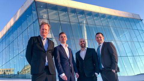 Fra venstre til høyre: Styreleder Bjørn Zachrisson, konsernsjef Ola Stene-Johansen, teknologidirektør Christian Rustad, finansdirektør Ben Miklozek i Harmonychain.