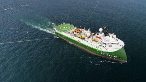 Seismikkselskapet Polarcus leter etter og utarbeider kart over oljeforekomster på havbunnen som selges til oljeselskapene. Her er skipet Polarcus Naila.