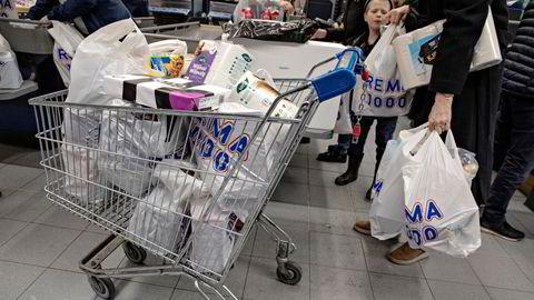I fjor ble toalettpapir mangelvare da folk har begynt å hamstre dagligvarer. I år er det avkastning på sparepenger som blir vanskelig å oppdrive.