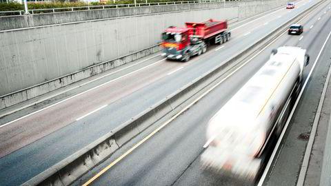 Det er ikkje berre personbilar som fyller drivstoff. Det gjer også næringstransporten. Den står for heile 60 prosent av samla utslepp frå vegtrafikken fram mot 2030, skriv Sveinung Rotevatn.