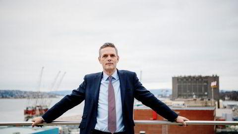 Sjefstrateg for råvarer i SEB, Bjarne Schieldrop, venter at oljeprisen i gjennomsnitt vil ligge på 75 dollar per fat i tredje kvartal.