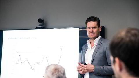 Sjeføkonom Kjetil Olsen i Nordea mener både økonomien og pandemien vil være ved et vendepunkt til sommeren.