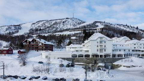 Én av de største og mest påkostede leilighetene på Dr. Holms Hotel på Geilo skal test markedet i påsken. Leiligheten ligger i en fløy til høyre og bakerst på dette bildet.