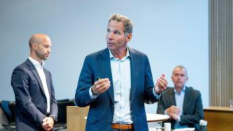 Jarand Rystad legger frem rapporten utslippseffekten av produksjonskutt på norsk sokkel. Er kutt i norsk oljeproduksjon positivt for klimaet globalt sett? Det er ett av spørsmålene som har satt fyr på valgkampen.
