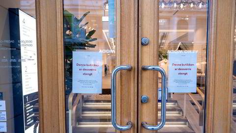 H&M stengte dørene tirsdag i Oslo.