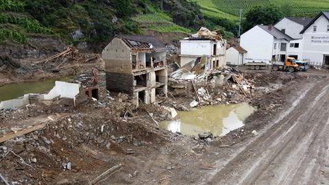 Knapt et hjørne av verden slipper unna ekstremværet, skriver artikkelforfatteren. Flommen i Tyskland er bare ett eksempel på de store ødeleggelsene været har medført den siste tiden.