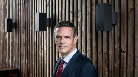 Oljeanalytiker Bjarne Schieldrop i SEB tror oljeprisen skal ned mot 65 dollar fatet i løpet av fjerde kvartal.