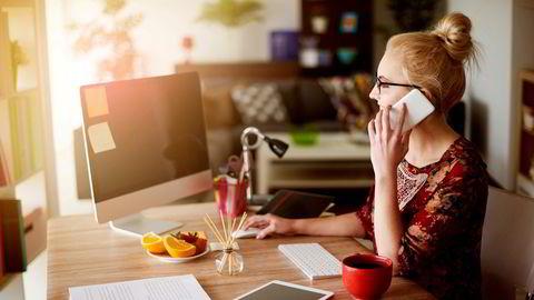 Unge ansatte ønsker en tilhørighet til arbeidet sitt – et behov som ikke blir tilfredsstilt på hjemmekontoret, skriver Kamilla Kummen og Caroline Leirdal.