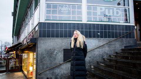 Sjeføkonom Kari Due-Andresen viser til at de nye restriksjonene som ble innført denne uken rammer mange, og at dette kan føre til at Norges Bank er mer forsiktige med å oppjustere sine anslag for norsk økonomi.