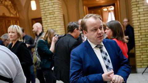 Erlend Wiborg er leder av Stortingets arbeids- og sosialkomité.