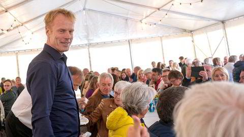 I forbindelse med Kringkastingsorkesterets konsert i Bø i Vesterålen i helgen, var Bjørn Dæhlie og mange andre Bø-innbyggere samlet til treff. For flere av Bøfjæringene var dette første gangen de så skilegenden.