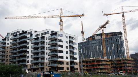 Regelen som forbyr bygging av leiligheter under 35 kvadratmeter og begrenser antallet leiligheter mellom 35–50 kvadratmeter i nye byggeprosjekter praktiseres i alle bydeler ifølge boligbyggerne. Her bygges leiligheter på Hasle i Oslo.