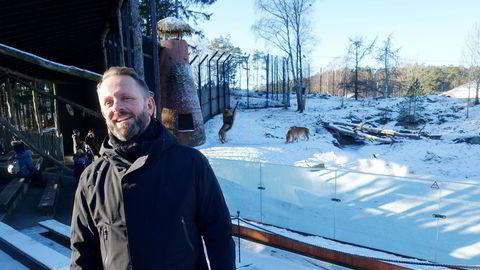Etter noen stille uker, gikk bestillingene i taket for Per Arnstein Aamot og Kristiansand Dyrepark da Norge på ny stengte ned. I bakgrunnen serveres dagens løvemat.