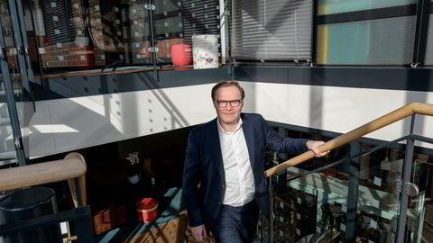 Jens Middborg er toppsjef i konsulentgiganten Capgemini – og har jobbet mye av det siste året fra hjemmekontor i Stavanger. Tilbake på hovedkontoret på Skøyen i Oslo forteller han om koronaåret – da selskapet permitterte 65 ansatte.