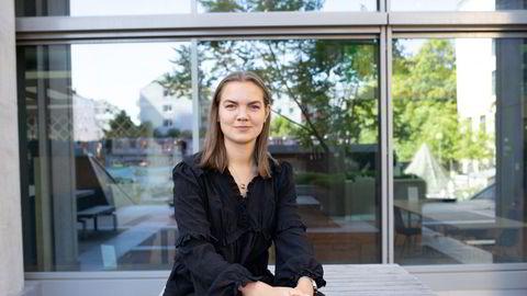 Student Signe Kristine Solstad Midtun mener det er for lite oppmerksomhet rundt finans og for få kvinnelige forelesere på bachelorprogrammet ved NHH.