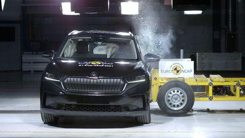 Både Skoda Enyaq og slektningen VW ID. 4 gjør det godt i kollisjonstest.