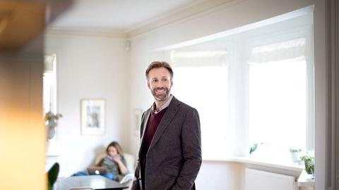 Thomas Giertsen tjente 31 millioner på aksjesalg i 2020 gjennom sitt heleide Egeberg Holding. Her fra innspilling av tv-serien «Helt Perfekt» som han selv har produsert og hatt hovedrollen i.