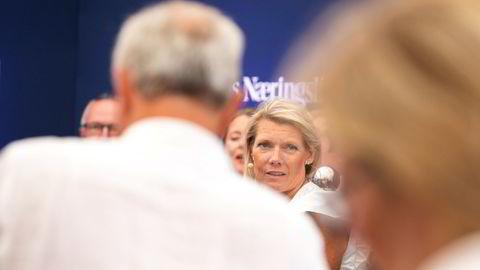 DNBs konsernsjef Kjerstin Braathen har nok en gang fått beskjed om at Konkurransetilsynet vurderer å stoppe oppkjøpet av Sbanken, fordi det rammer konkurransen innen salg av fond. Endelig dom kommer om drøyt én måned. Bildet er fra Arendalsuka.