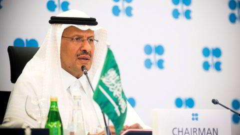 Saudi Arabias energiminister prins Abdulaziz bin Salman Al-Saud på et tidligere Opec-møte i april. Saudi Arabia går med på forslaget om å forlenge de nåværende produksjonskuttene.