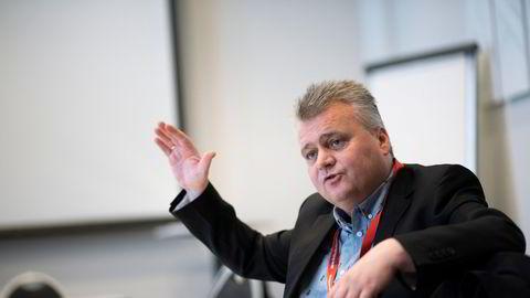 Fellesforbundets leder Jørn Eggum kritiserer Ap for ikke å ha vært tøff nok mot Senterpartiet. Han mener det uansett vil komme en konfrontasjon hvis Sps vekst ikke stanser.