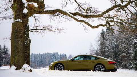 Du er ikke overdrevent nervøs for verdifall om du velger Audi RS E-tron GT i «tactical green», som testbilen.