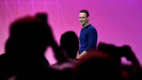 Egeninteressen til Facebook og Google er kanskje å tjene mest mulig annonsekroner, men hva blir effekten på lang sikt? Her Facebooks hovedeier Mark Zuckerberg.
