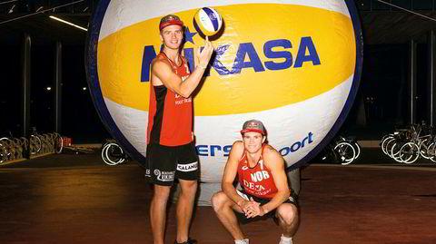 Nummer 1. Christian Sørum og Anders Mol steg til toppen av sandvolleyballverdenen i fjor, knapt 20 år gamle. Da de nærmet seg nettet i Haag, hadde de vunnet de fem seneste turneringene. – En ting er å bli nummer én i verden, noe annet er å fortsette å være det, sier Christian Sørum.