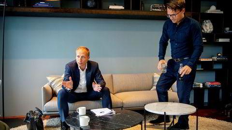 – Vi må belage oss på at det norske gullrushet er i ferd med å ende, sier avtroppende toppsjef Martin Bech Holte (til høyre) i McKinsey i Norge. Frithjof Norman Lund (til venstre) blir ny sjef for McKinsey i Norge.