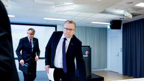 Statoil-sjef Eldar Sætre legger 1,45 milliarder dollar på bordet for to store eiendeler på norsk sokkel. Til venstre kommunikasjonssjef i Statoil Reidar Gjærum. Her ved fremleggingen av tall for første kvartal.